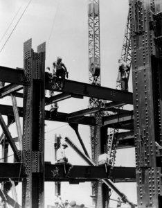 Bricklayers working without security on the construction of the Empire State Building
